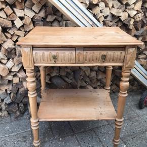 Tobaksbord med flotte detaljer, bøgetræ  KOM MED ET BUD
