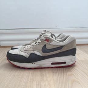 Nike Air Max. Nypris 1000kr. Str 37,5.  Kan sende med DAO, køber betaler fragt Sletter annoncen når varen er solgt