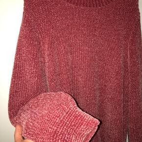 Virkelig dejlig blød sweater fra H&M i en mørk pink 🌸 Er aldrig brugt. Afhentes i Hellerup.