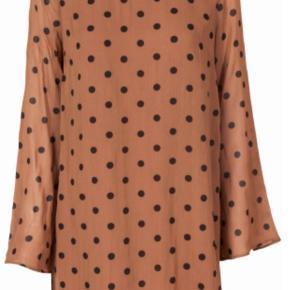 Kjole fra Ganni Brugt en enkel gang  Polka kjole  Str: L  Sender via Dao