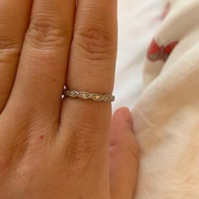 Amazing Jewelry ring.  925 Sterling sølv med zirkonia   Nypris var 250
