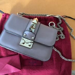 Valentino mini leather shoulder bag Top flap, clasp closure Adjustable chain, internal slip pocket, Rockstuds New price in store 1450€  You are more than welcome to place an offer, all interest is appreciated.   Height 12cm, length 17cm, depth 6cm, max strap drop 58cm Only worn few times.  Comes with dustbag, authentification card and receipt.