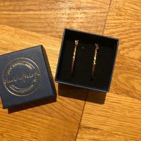 Smykke creol øreringe fra handcrafted Copenhagen i str. ø3. Øreringene er forgyldt i 18 karat guld, de er aldrig brugt.  Respekter venligst at jeg ikke bytter og køber betaler porto samt gebyr ved tspay (både sælger og købers).