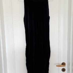 Rigtigt fin kjole i velour/fløj  Lille mærke - se billede