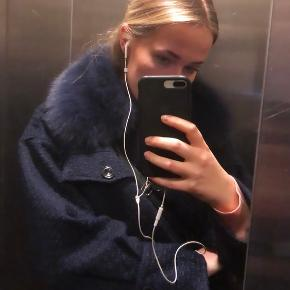 🌸Sælger min fine jakke fra meotine med aftagelig pels. Brugt en kort periode og har derfor mindre brugstegn i form af lidt fnug på materialet   Kan afhentes ved Vesterport ellers sender jeg mod betaling.   NP: 2000kr