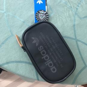 Adidas NMD taske. Ikke brugt.