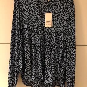 Sælger denne fine bluse. Fejlkøb. Ny med prismærke og aldrig brugt. Sælger den for 350 kr. inkl.fragt.