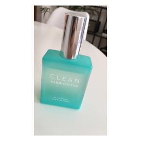 CLEAN - warm cotton - Eau de Parfum  - 60 ml - brugt meget lidt  - ca. 1/2 år gammel  - kvittering haves ikke  - nypris: 379 kr