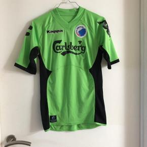 81e57f8df67 Sælger denne grønne FCK trøje i grøn. Passer cirka en S til børn. Køber
