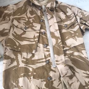 Bruger normalt M/L i jakker, så den sidder ret oversized på.