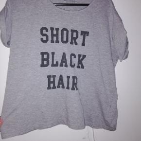 T-shirt fra KLING.  Str s 20 kr 😁