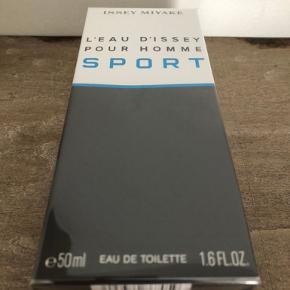 Ny og uåbnet  Issey Miyake L'Eau d'Issey Pour Homme Sport EDT (50 ml)  L'Eau d'Issey Pour Homme Sport udtrykker de rene følelser og værdier som al sport handler om og formidler: self-præstation, præcision, kontrol, hastighed og friskhed.