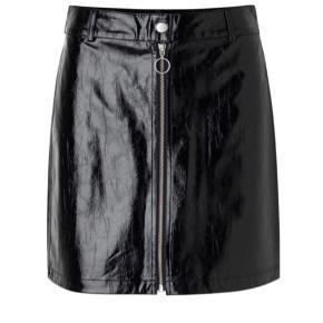 Mini lak nederdel Oprindelig købspris: 450 kr.  Brugt 2 gange