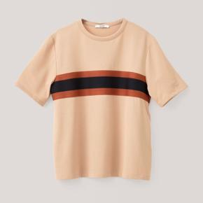 Ganni t-shirt med stribe om brystet 🧡 aldrig brugt eller vasket.