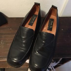 Flotte sko fra Mary B, størrelse 39. Mega behagelige at have på og i rigtig god stand!