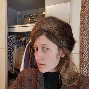 Mega flot vintage pels hue. Desværre er den gået i stykker så den skal syes sammen. Se billede