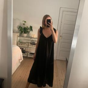H&m kjole - str m - jeg har fået lagt den 8cm op - jeg er 1.64