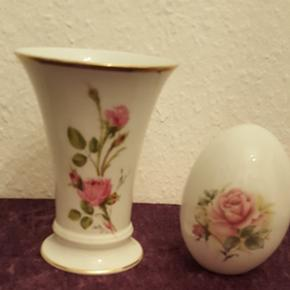 Vase 15 cm og æg 12 cmSælges samlet og SENDES IKKE Vasen er Royal Tyskland   Tryk på mit navn for at se resten af mine annoncer 💐