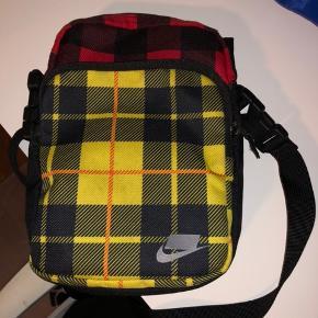 GRATIS FRAGT I DAG!! Lækker Nike taske