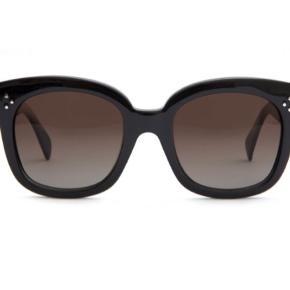 New Audrey solbriller fra Celine. Brugt få gange. Bytter ikke. Sender kun. Prisen er fast. Tryk køb nu😊