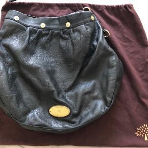 Tasken er brugt men fejler intet - slidtegnet ses på logoet på forsiden af tasken (se billede)