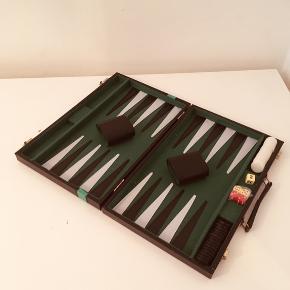 Backgammon alt hvad der skal bruges er i 😊