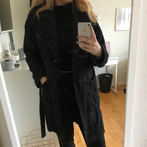 """Sælger min smukke vinterjakke fra Gestuz i str. 36. Modellen hedder """"Nella Coat"""". Np 1500kr, men brugt en del:)"""