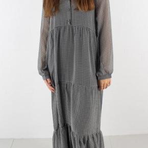 Résumé Leah Dress i Black Np: 1400 kr Mp: 600 kr