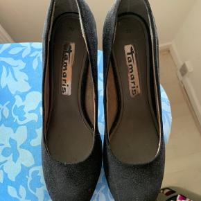 Sælger disse hæle, som aldrig er blevet brugt. Kom med et bud 😊