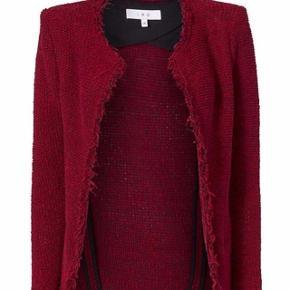 Sælger denne jakke fra IRO som er helt som ny. Den passes af en str xs-s. Farven er klart mest som på første billede og er en blanding af rød og bordeaux.