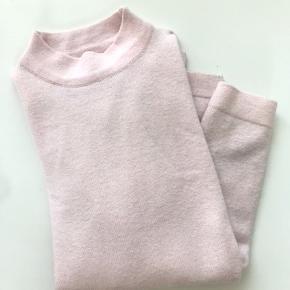 Mega fin sweater til en kølig sommeraften, eller til vinter, den er brugt max 3 gange men ingen tegn på slid🌸