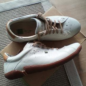 El Naturalista sneakers