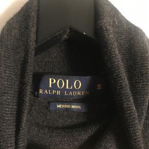 Polo Ralph lauren merino wool højhalset sweater. Nypris 1300 kr.