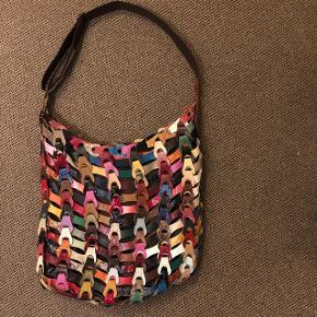 Multifarvet Octopus taske. Kun brugt få gange, så den er i super fin stand.