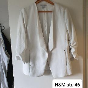 H&M Anden overdel, Næsten som ny. Uhre - Fin habit jakke i str. 46. H&M Anden overdel, Uhre. Næsten som ny, Brugt og vasket et par gange men uden mærker eller skader
