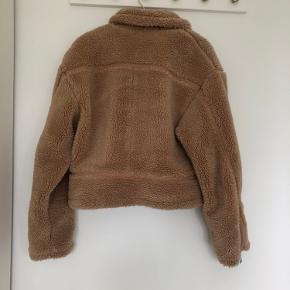 Dejlig vamset jakke (teddy bear) fejler intet