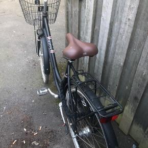 Flot damecykel næsten som ny! Perfekt som bycykel. 7 gear.  Fejler intet. Nypris: 3800.-  Bud ønskes, men MP er 1000.-