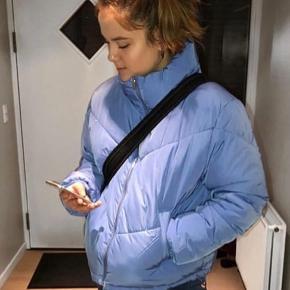 Lyseblå puffer jakke. Udsolgt på hjemme side 😊✨💙