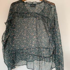 Smuk gennemsigtig Noe Noir bluse med glimmer i.