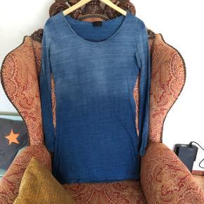 Lækker diesel kjole som ligner denim , men er den blødeste bomuld . Den er small men en medium kan sagtens passe den ☺️   Kan ikke længere passe den derfor ingen billeder af den på ☺️   ✨BYD✨