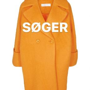 SØGER  Denne orange frakke fra Kjær København i str xs eller small  Skriv hvis i sælger den eller kender en der gør!