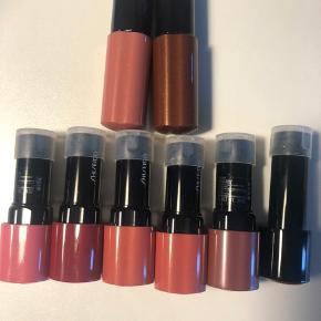 6 x læbestift og 2 x lip gloss fra shiseido. Aldrig brugt helt nye. Sælges pr stk for 60 kr eller samlet for alle 8 stks for 225 kr pp