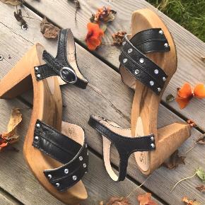 Super smukke sko. Stortest aldrig brugt, de fremstår uden skader.
