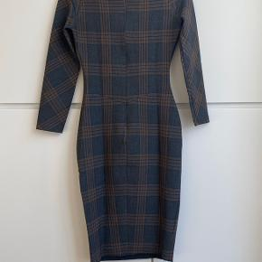 Zara woman grey and brown tartan print bodycon dress, knee length. Invisible zip in the back, cinched waist. Size S. Perfect condition, never worn.