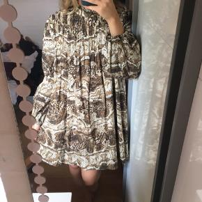 Super flot kjole fra Ganni. Fremstår som ny. Str 36, men en 34 kan også passe den🌟