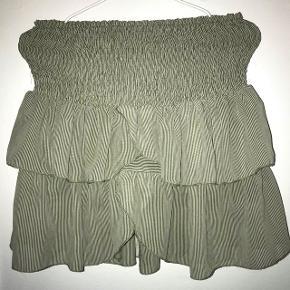 Rigtigt fin neo noir nederdel. Nypris 350 kr  Mp : 200