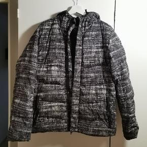 Flot jakke fra armani exchange. Sælges da jeg ikke bruger den længere. Byd byd