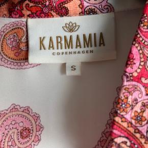 Kjole som kan bruges som kimono brugt en gang