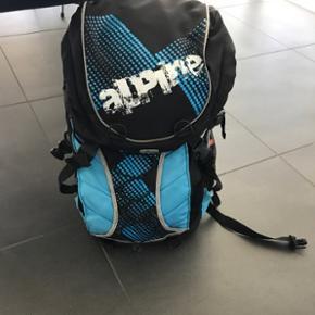 Skoletaske fra Alpine med indbygget regnslag
