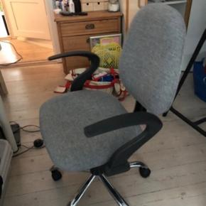 Skrivebords stol og skrive bord 100kr samlet ellers 50kr pr del